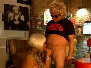 Lisa boobs gina Gina
