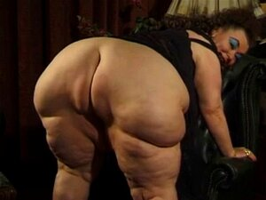 Molly McGrath  nackt
