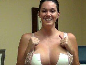 Julianne Phillips  nackt